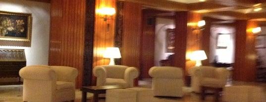 Hotel Fernando III is one of Posti che sono piaciuti a Kevin.