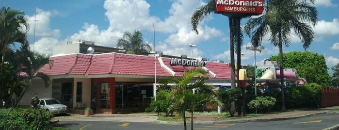 McDonald's is one of Locais curtidos por Adriane.