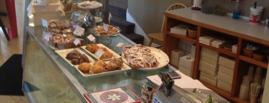 Mae's Cafe & Bakery is one of Posti che sono piaciuti a Sheryl.