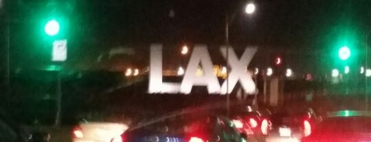 Los Angeles International Airport (LAX) is one of Tempat yang Disukai Michelle.