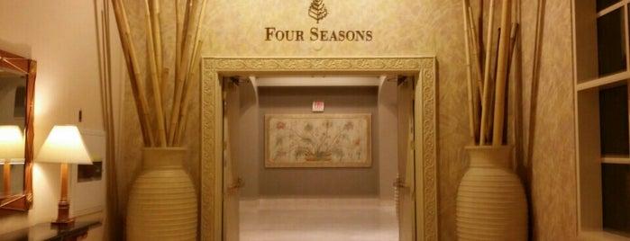 Four Seasons Hotel Las Vegas is one of Lieux qui ont plu à Michelle.