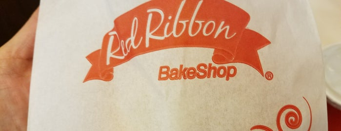 Red Ribbon Bake Shop is one of Lieux qui ont plu à Andrew.