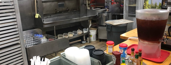 Emily's Bagel Bin & Deli Inc is one of Lugares favoritos de Andrew.