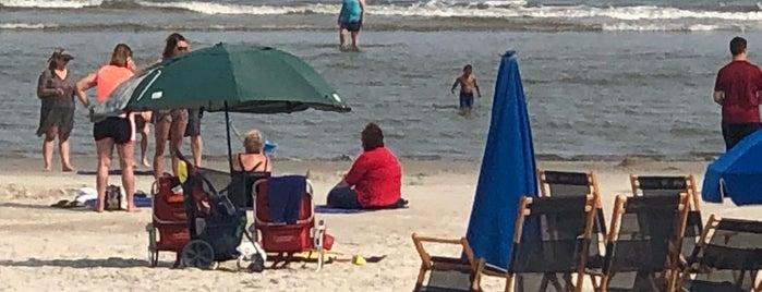 Marriott Beachfront is one of Locais curtidos por Theo.