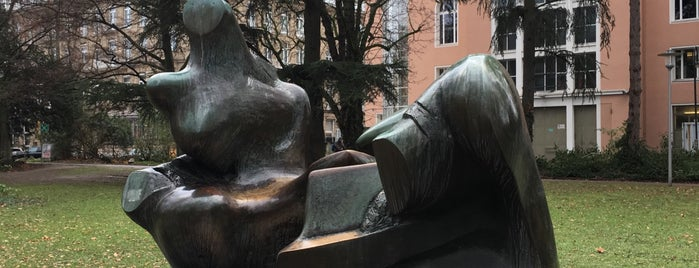 Two Piece Reclining Figure (Henry Moore) is one of Düsseldorf🇩🇪.