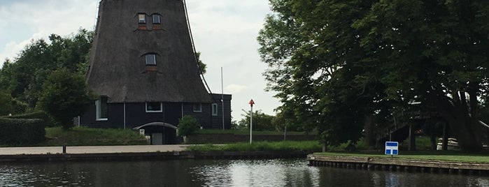 Molenvaart is one of Giethoorn.