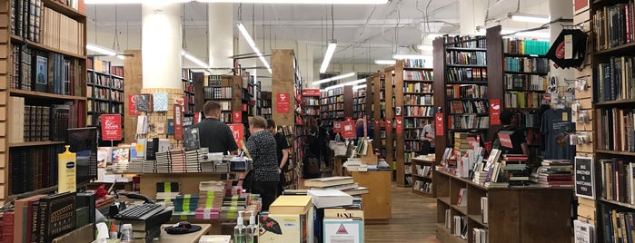 Strand Bookstore is one of Lugares favoritos de Zsuzsanna.