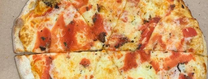 Black Sheep Pizza is one of สถานที่ที่ A ถูกใจ.
