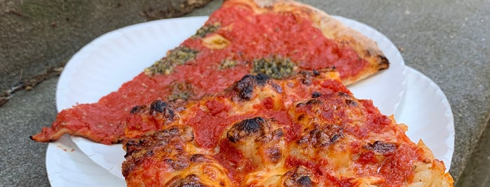 F&F Pizzeria is one of Lieux sauvegardés par Mary.