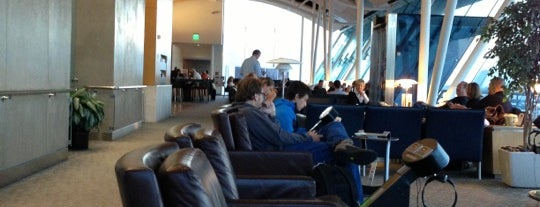 American Airlines Admirals Club is one of Posti che sono piaciuti a Brandon.