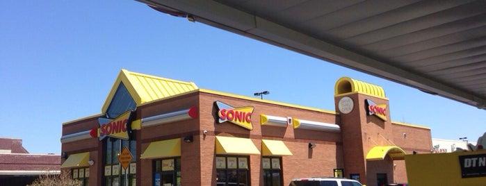 Sonic is one of Locais curtidos por Lindsaye.