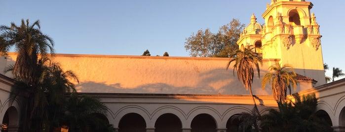 Casa Del Prado is one of Locais curtidos por Alfa.