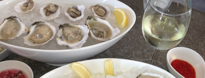 Shuck Oyster Bar is one of Posti salvati di Christine.