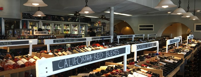 Mills Fine Wine and Spirits is one of Lugares favoritos de Taylor.