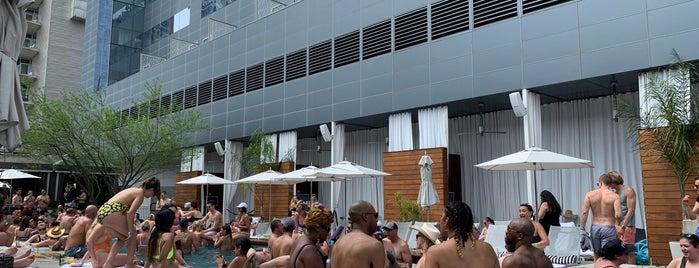 W Austin Rooftop Pool is one of สถานที่ที่ Stefanie ถูกใจ.