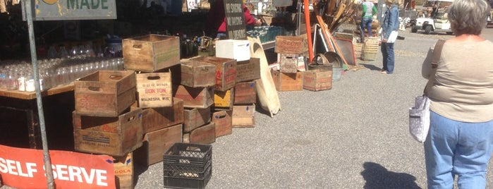 Lakewood 400 Antiques Market is one of The way to stay creative.
