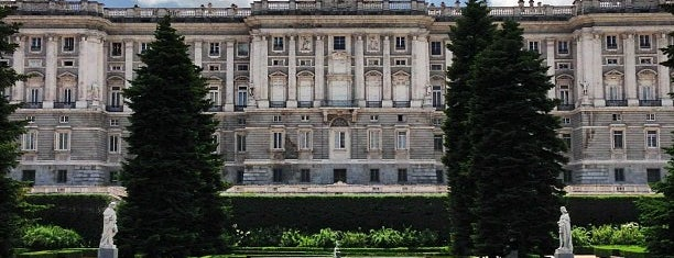 Jardines de Sabatini is one of Lugares favoritos de Almudena.