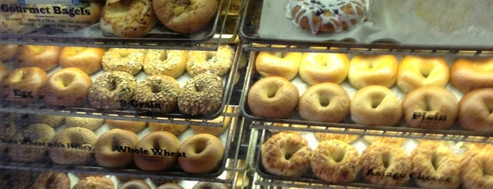 Noah's Bagels is one of Lugares favoritos de Michael.