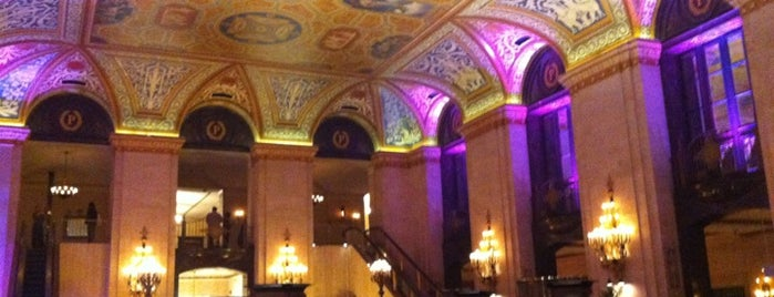 Palmer House - A Hilton Hotel is one of Lugares favoritos de Tanya.