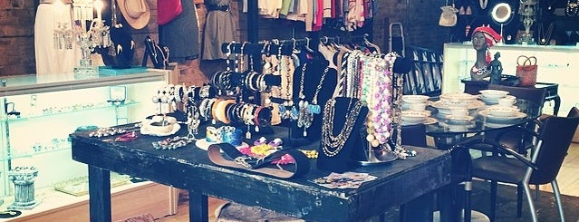 Vintage Underground Boutique is one of Tempat yang Disukai Erik.