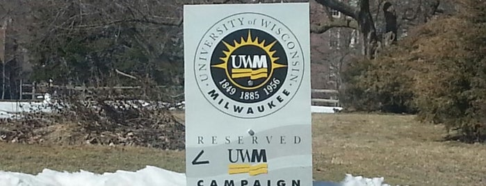 UWM Chapman Hall is one of Lieux qui ont plu à Erica.