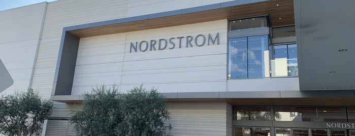 Nordstrom is one of Rosanaさんのお気に入りスポット.