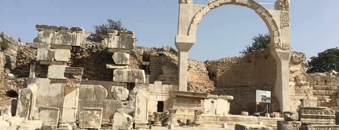 Efes Müzesi is one of Lugares guardados de Berkant.