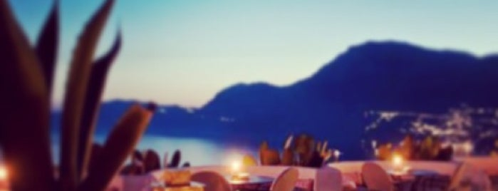 """Le Fioriere """" Voce e' Notte Grill And Sunset Bar is one of Italy Spots."""