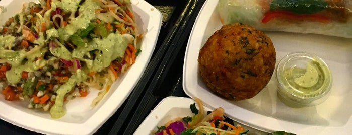 Iku Whole Foods is one of Lieux qui ont plu à T..