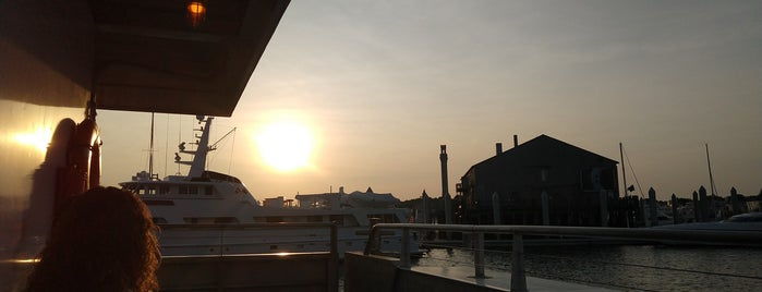 Provincetown to Boston Ferry is one of สถานที่ที่ Dominic ถูกใจ.