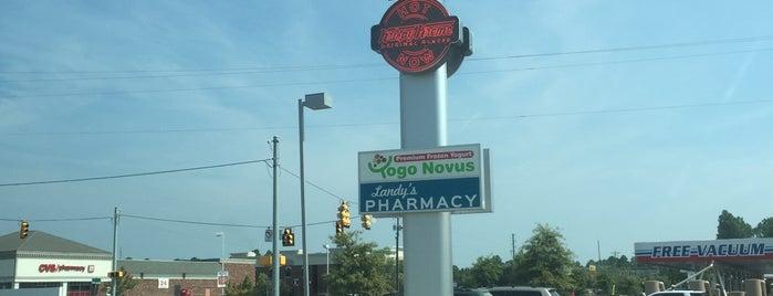 Krispy Kreme Doughnuts is one of Jonさんのお気に入りスポット.