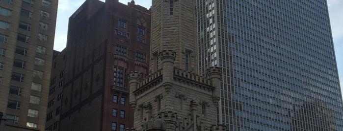 シカゴ・ウォーター・タワー is one of Jonさんのお気に入りスポット.
