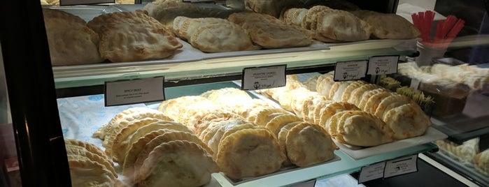Venga Empanadas is one of Locais curtidos por Roy.