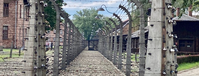 Auschwitz I - Former Concentration Camp is one of Tempat yang Disukai Mike.