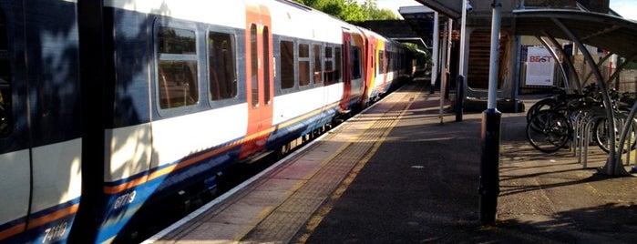 Hounslow Railway Station (HOU) is one of Lieux qui ont plu à Barry.