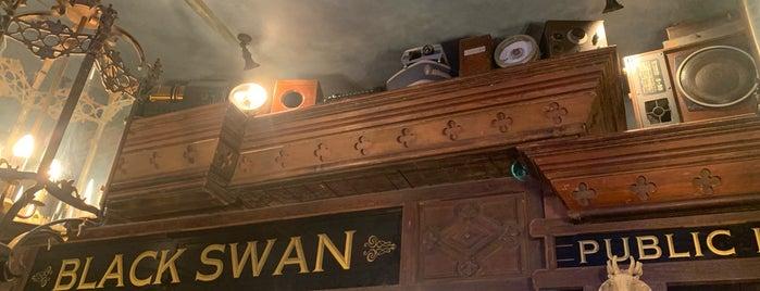 Black Swan Pub is one of Куда идти.