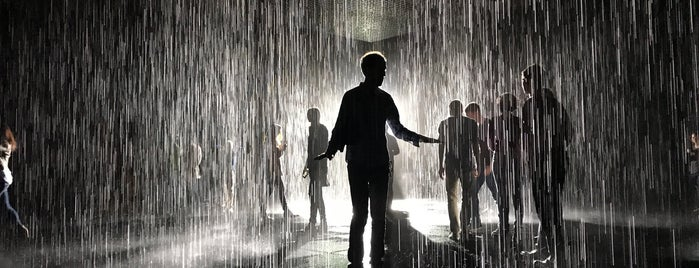 The Rain Room @ LACMA is one of Posti salvati di Sara.