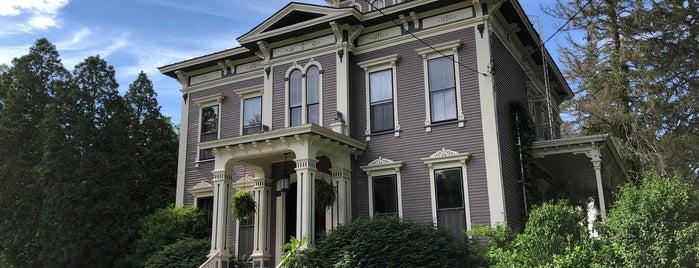 Mansion Inn is one of Orte, die John gefallen.