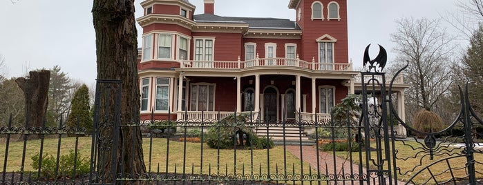 Stephen King's House is one of สถานที่ที่บันทึกไว้ของ Sarah.