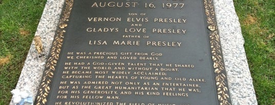 Elvis's Grave is one of Trabalhos.
