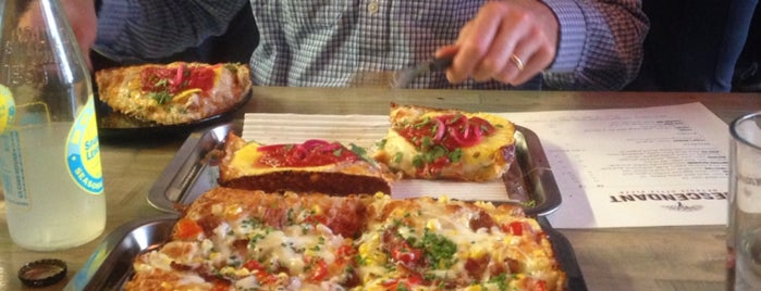 Descendant Detroit Style Pizza is one of Posti salvati di Kittie.