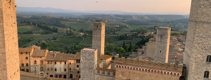 San Gimignano is one of tuscany guide.