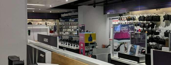Currys PC World Featuring Carphone Warehouse is one of Henry'in Beğendiği Mekanlar.