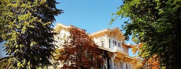 FMV Işık Okulları is one of Lugares favoritos de veysel.