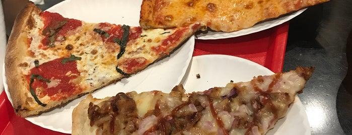 Krispy Pizza is one of Locais curtidos por Ruth.