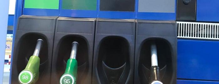 Gasolinera Carrefour is one of Locais curtidos por Jorge.