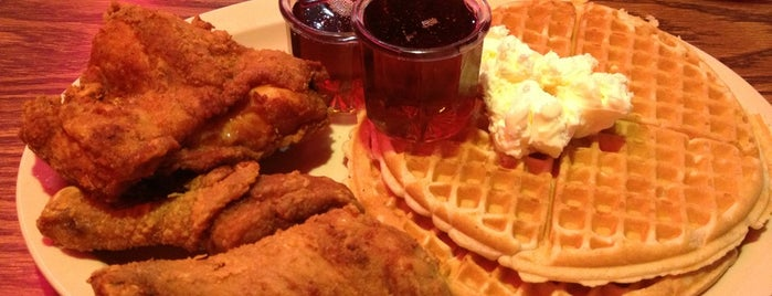 Roscoe's House of Chicken and Waffles is one of Orte, die Degree ❤ gefallen.
