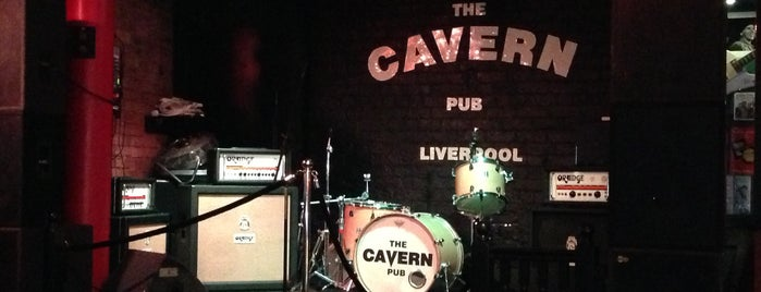 Cavern Pub is one of Locais curtidos por Helena.
