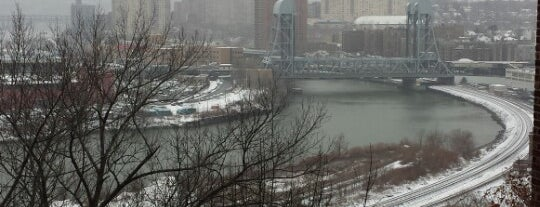 Snowpocalypse 2013 is one of Jump Around.