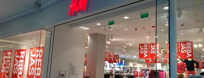 H&M is one of Marta'nın Beğendiği Mekanlar.